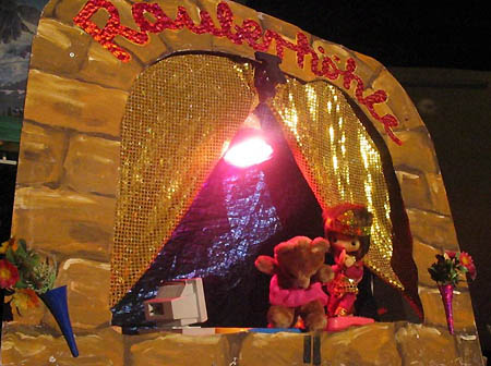 Räuberhöhle Puppentheater - Photo © Frollein K., Dorfdisco 2005